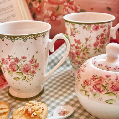 Come dare un tocco shabby chic alla tua ora del tè in poche e semplici mosse